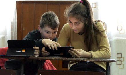 #Digitaliada: 1500 de tablete pentru elevii fără posibilități financiare