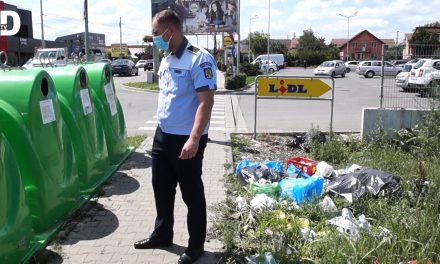 VIDEO: S-au înmulțit rampele clandestine de gunoi – Ce amenzi a aplicat POLIȚIA LOCALĂ DUMBRĂVIȚA