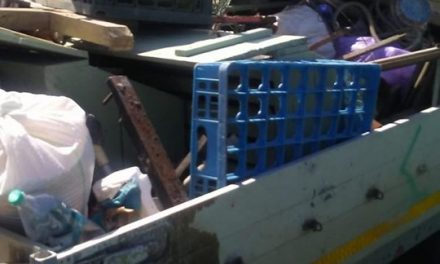 Prins în flagrant – Un girocean arunca gunoi pe pășunea din Dumbrăvița