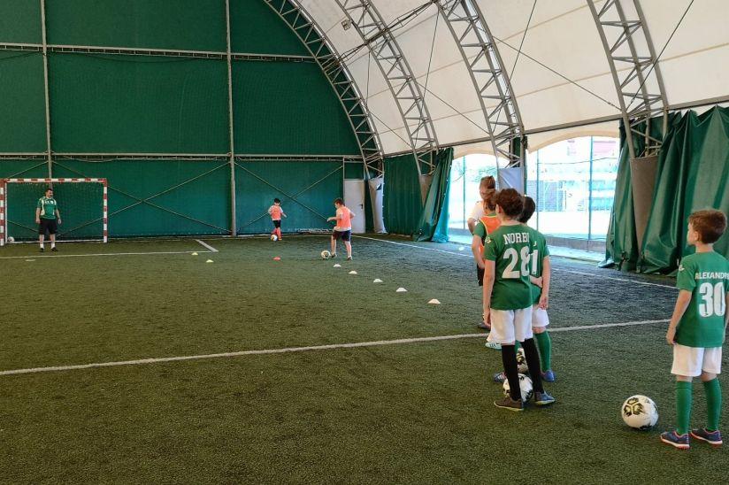 VIDEO: Micii fotbaliști de la CSC DUMBRĂVIȚA se pregătesc și în vacanță de vară