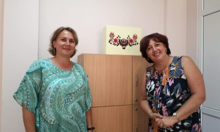 Ildikó Dénes ne prezintă noutățile Secției Maghiare din cadrul Școlii Gimnaziale Dumbrăvița