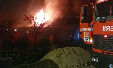 VIDEO: Incendiu izbucnit la o casă din Dumbrăvița
