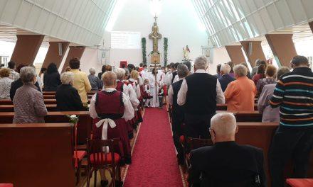 VIDEO: Romano-catolicii din Dumbrăvița au sărbătorit hramul bisericii