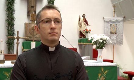 """VIDEO: Romano-catolicii din Dumbrăvița sărbătoresc Hramul Bisericii """"Sfânta Fecioară Maria, Regina Rozariului"""""""
