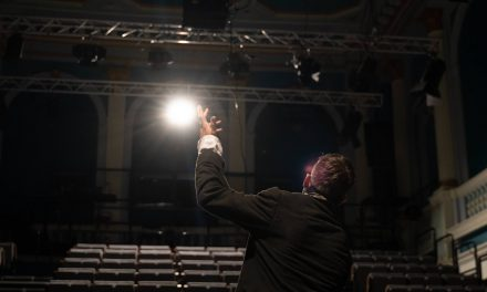 Teatrul German din Timișoara prezintă online spectacolul V.I.P – Very Isolated Person