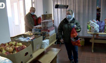 Romano-catolicii din Dumbrăvița strâng alimente pentru familii nevoiașe