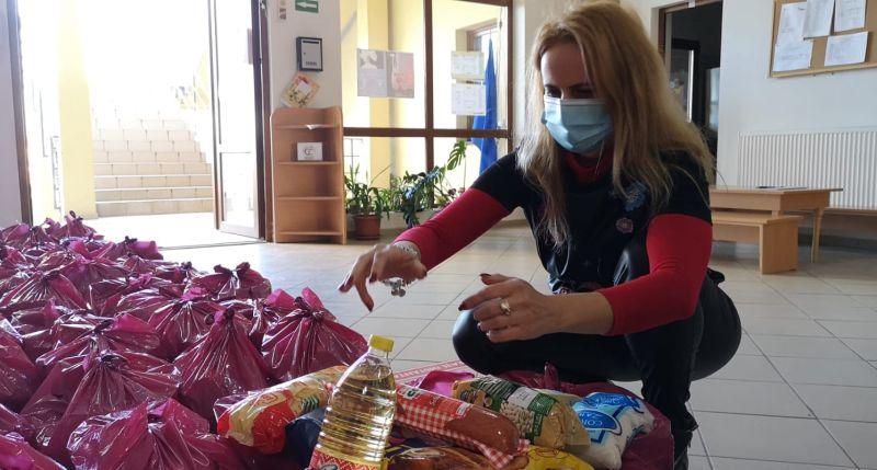 Dumbrăvița donează! Copiii de la Centrul de zi primesc Pachete de Crăciun