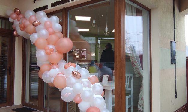 S-a deschis Cofetăria Trandafirul în Dumbrăvița