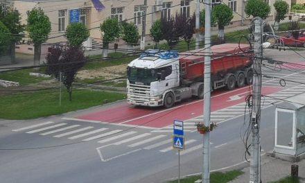 Conducerea CJ Timiș a pus gând rău transportatorilor care nu respectă limitele de tonaj pe drumurile județene