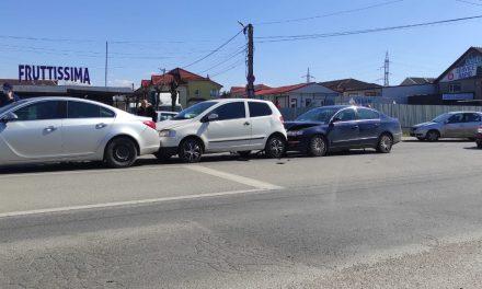 Coliziune în lanț pe o stradă din Dumbrăvița: patru mașini au fost implicate