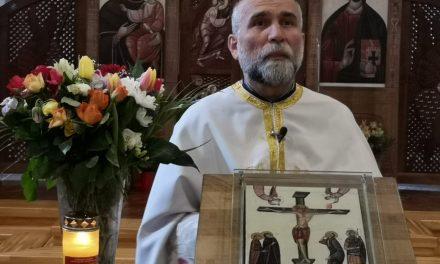 Preotul Achim Vasile Baboș prezintă creștinilor semnificația Sfintei și Marii Vineri