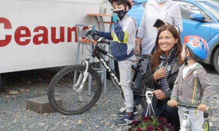 """VIDEO: Mirela Retegan, în vizită la Dumbrăvița pentru campania """"Mesaje de Iubire pentru Copiii cu Branule"""""""