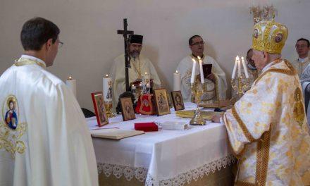 VIDEO: A fost sfințită biserica greco-catolică cu hramul Preasfânta Treime și Nașterea Maicii Domnului din Dumbrăvița