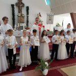 21 de copii din Dumbrăvița au primit prima Sfântă Împărtășanie