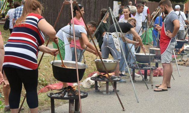 Frații din Szentes se pregătesc pentru cea de-a XX-a ediție a Festivalului de Lecsó