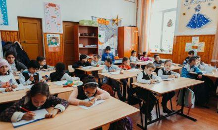 Salvați Copiii România: Serviciile educaționale dezvoltate în comunități vulnerabile reduc semnificativ riscul abandonului școlar