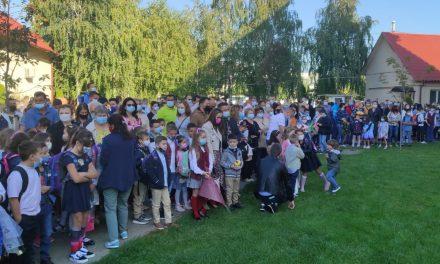 Video integral/Festivitatea de deschidere a noului an școlar la Dumbrăvița