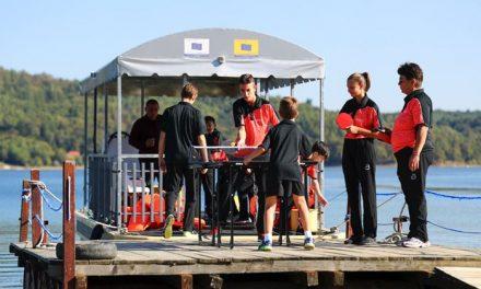Ora deschisă de sport, în locuri emblematice din țară – Dumbrăvițenii au jucat ping-pong pe Lacul Surduc